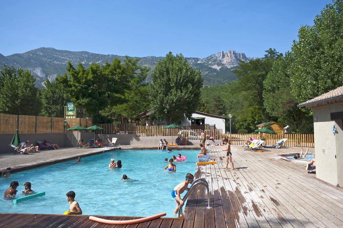 Campsite in the verdon gorges by the river huttopia for Camping piscine