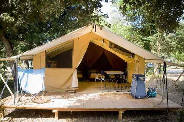 Camping op ile de r natuurvakantie huttopia - Tent voor terras ...