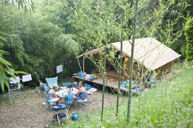 Camping sarlat natuurvakantie in de dordogne huttopia - Tent voor terras ...