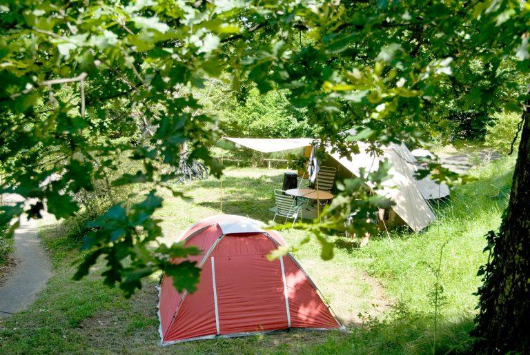 Camping royat vacances nature en auvergne huttopia - Salon du camping car clermont ferrand ...