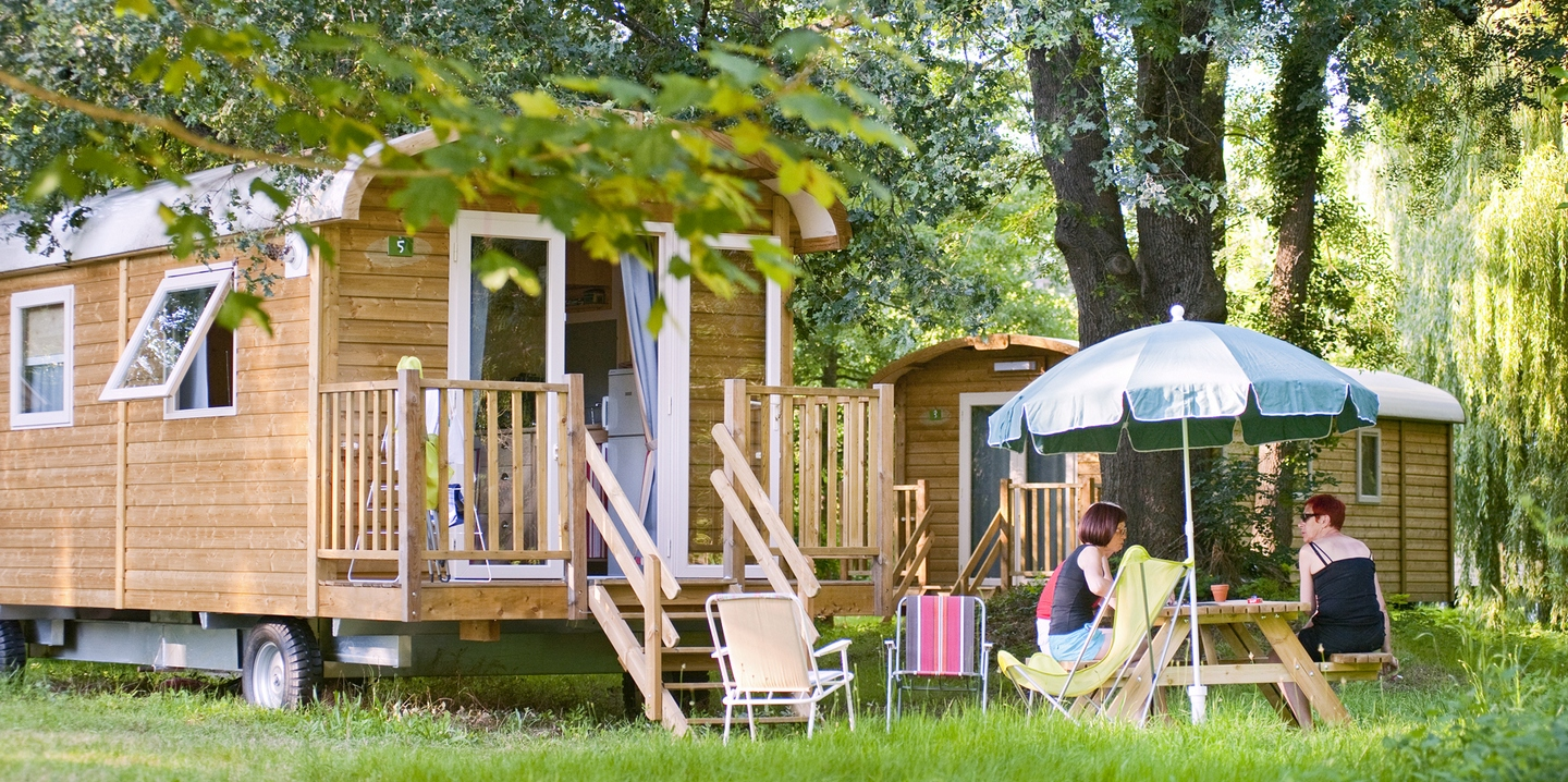 Camping bourg saint maurice la montagne huttopia for Bourg st maurice piscine
