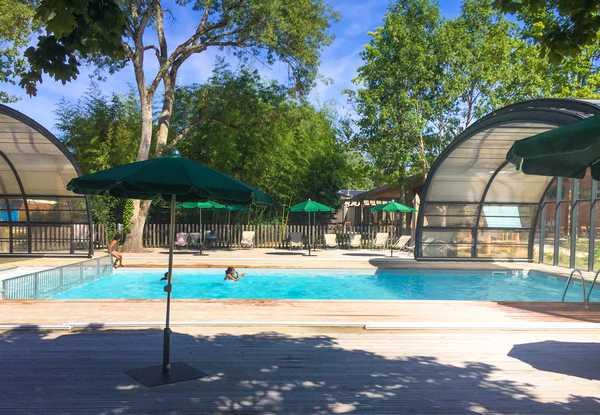 Zona de piscina cubierta