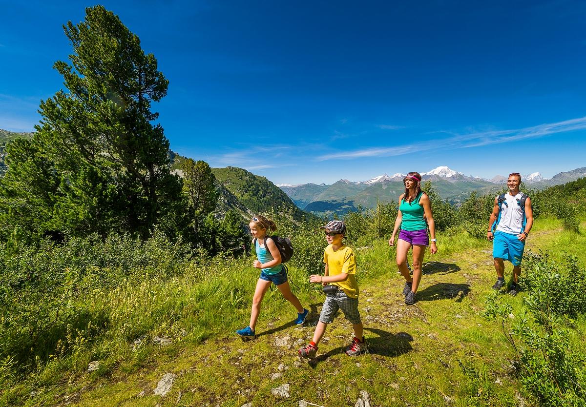 Escursioni nelle diverse destinazioni camping e villaggio for Bourg st maurice piscine