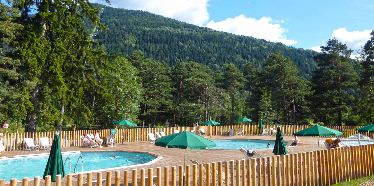 Camping bourg saint maurice la montagne huttopia for Camping savoie piscine