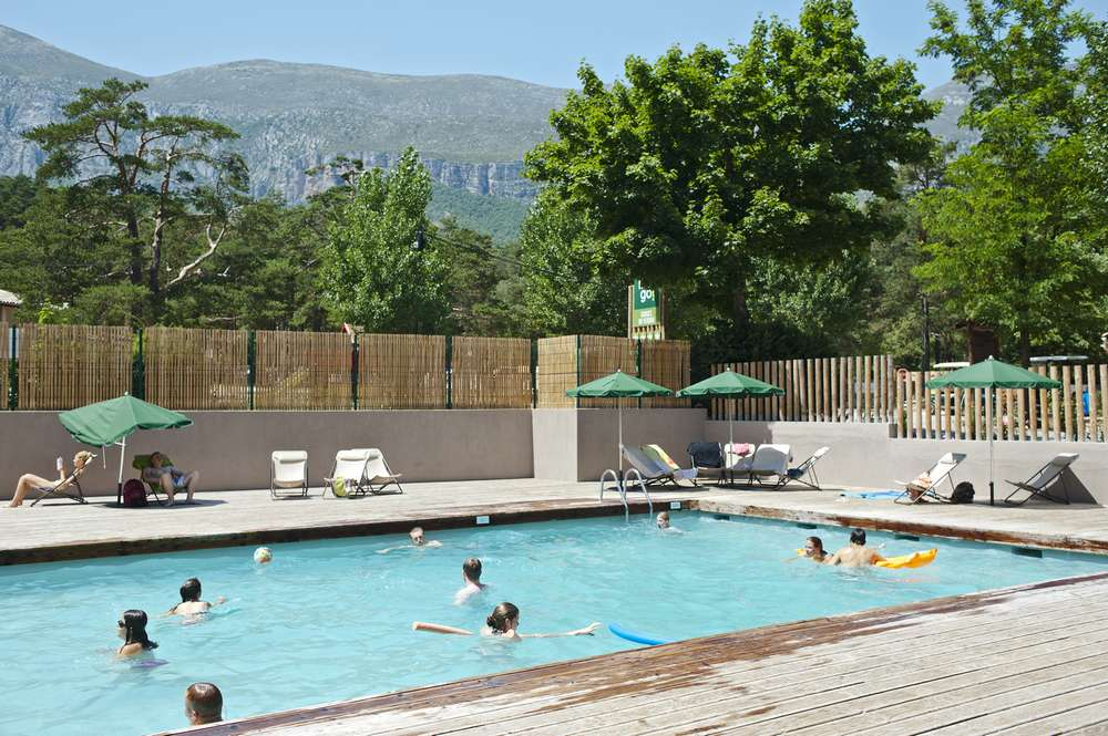 Campsite in the verdon gorges by the river huttopia for Camping gorges du tarn piscine