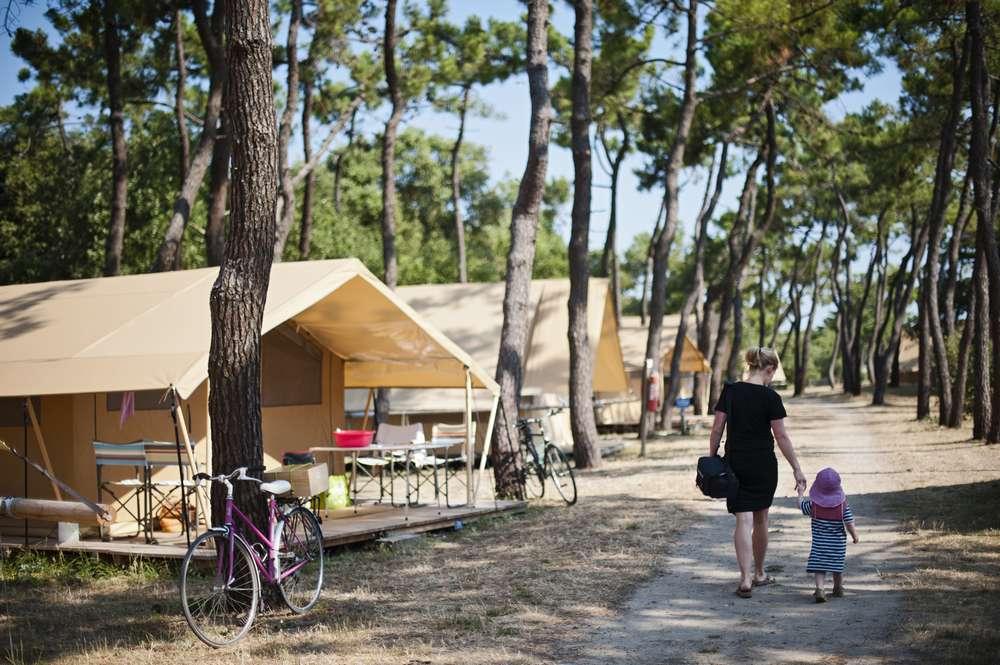 Camping noirmoutier vacances nature huttopia for Camping ile noirmoutier avec piscine