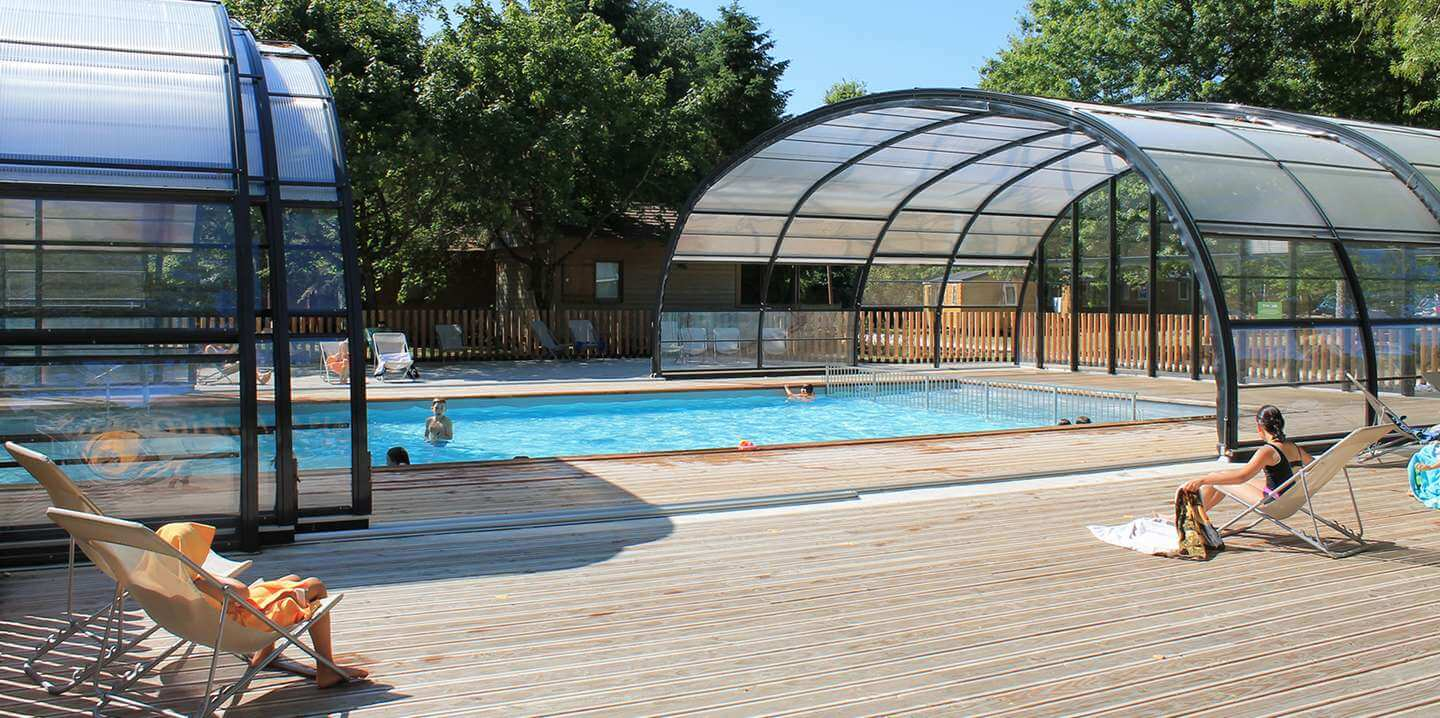 Les ch teaux campsite holidays in the loire huttopia for Camping chateaux de la loire piscine