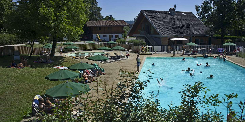 Camping in divonne les bains dichtbij zwitserland huttopia for Piscine de divonne
