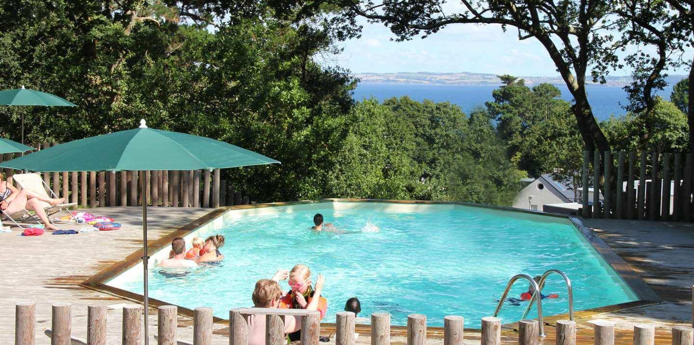 Camping douarnenez en bretagne vacances nature huttopia for Camping la piscine bretagne