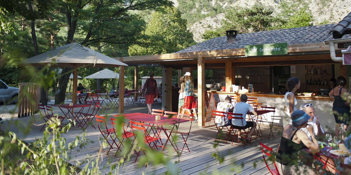 Campsite in the verdon gorges by the river huttopia for Chambres d hotes gorges du verdon