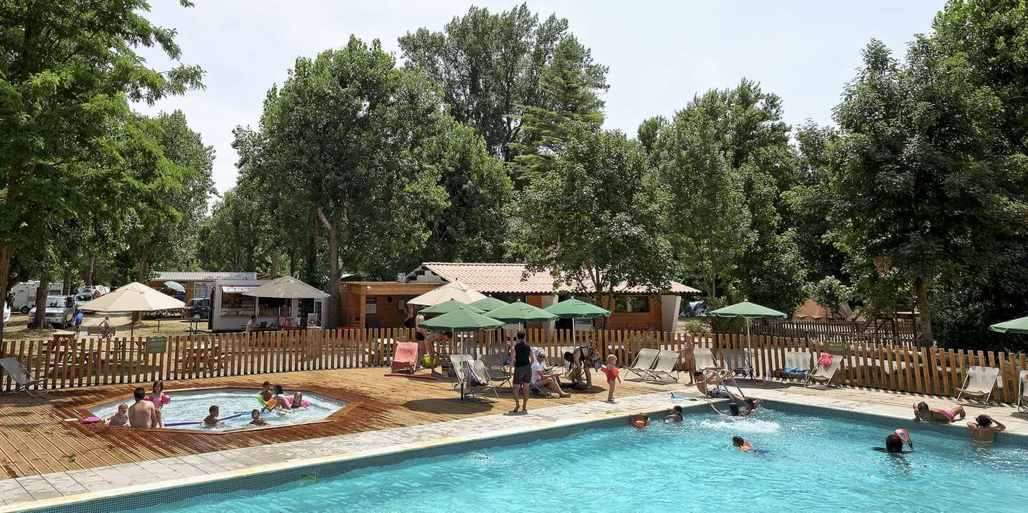 Campsite in millau in the tarn gorges nature holidays for Camping en suisse avec piscine