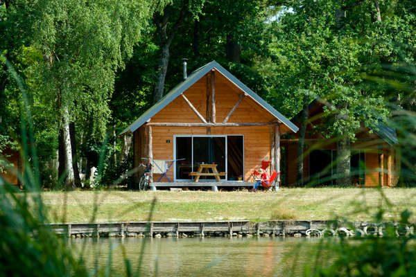 Cabane bord de lac