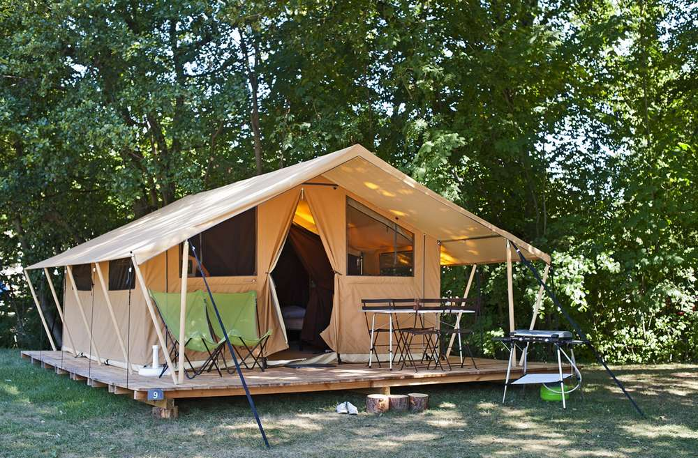 ... Classic 4 tent ... & Campsite Classic 4 wood and canvas tent - Huttopia