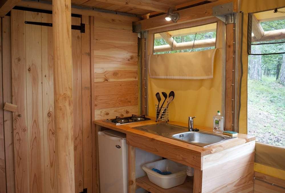 tente toile et bois zenith en camping huttopia. Black Bedroom Furniture Sets. Home Design Ideas