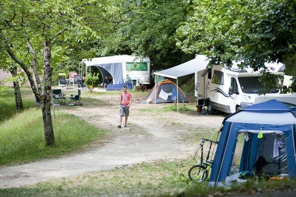 camping sarlat vacances nature en dordogne huttopia. Black Bedroom Furniture Sets. Home Design Ideas