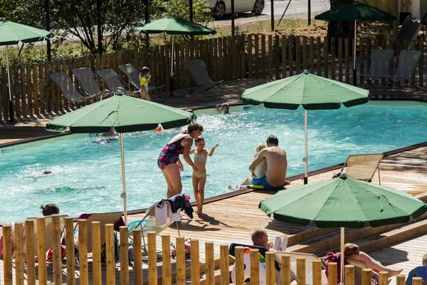 Camping lac d 39 aiguebelette in savoie huttopia - Camping lac aiguebelette avec piscine ...