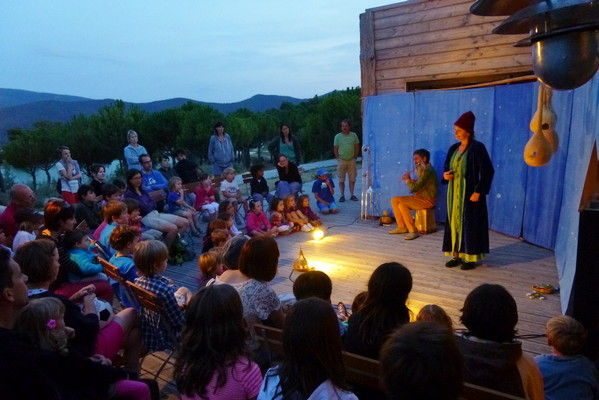 Discover the tales and legends of the local region. An enchanting evening for children and adults alike at the Huttopia Bourg Saint Maurice campsite.