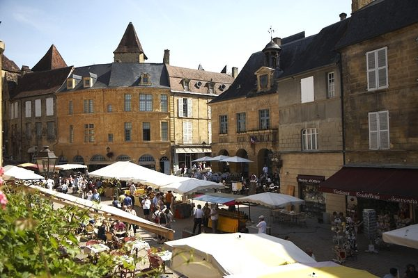 CAMP IN SARLAT THIS SUMMER
