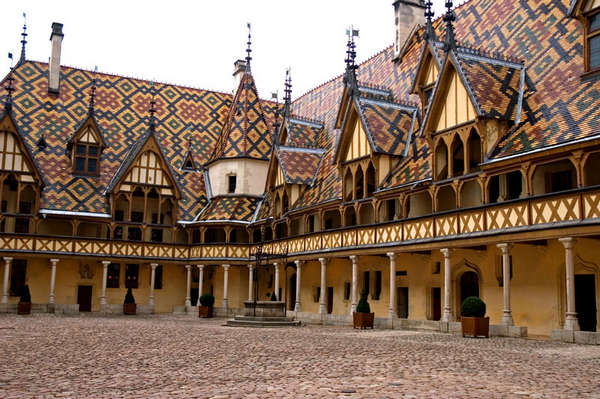 THE TREASURES OF THE BURGUNDY