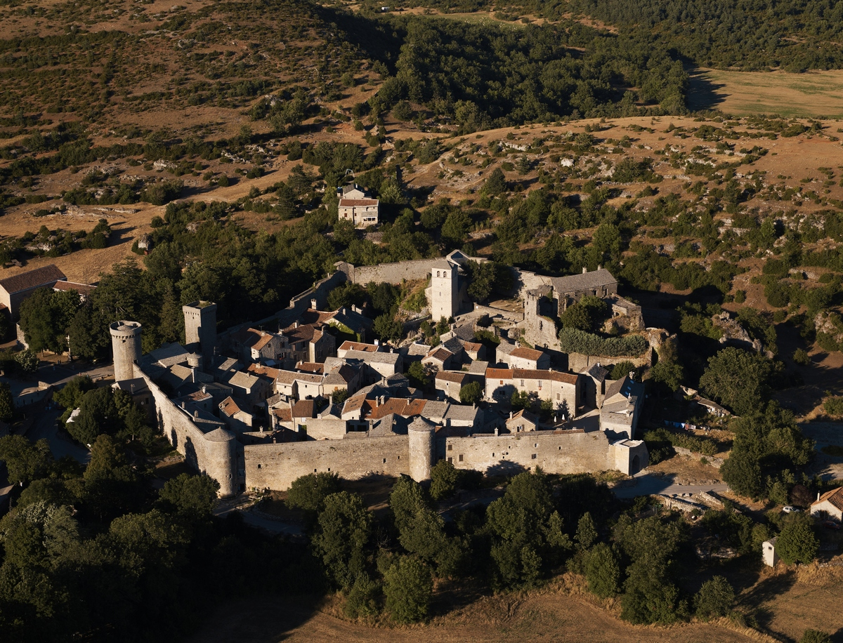 LARZAC, TYPICAL VILLAGES AND ROQUEFORT