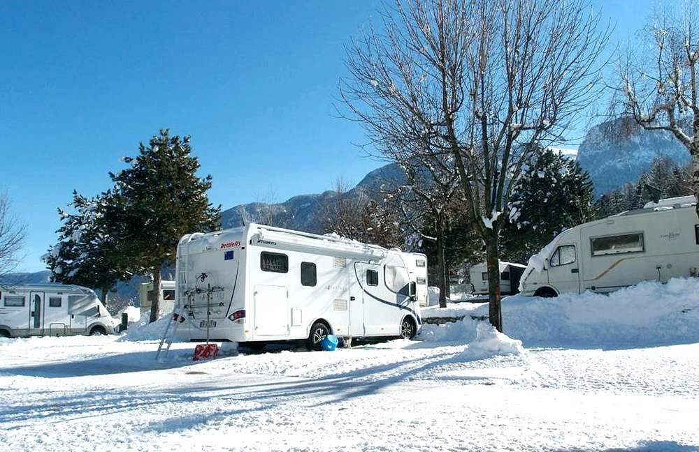 camping_huttopia_bourg_st_maurice_hiver_caravaneige