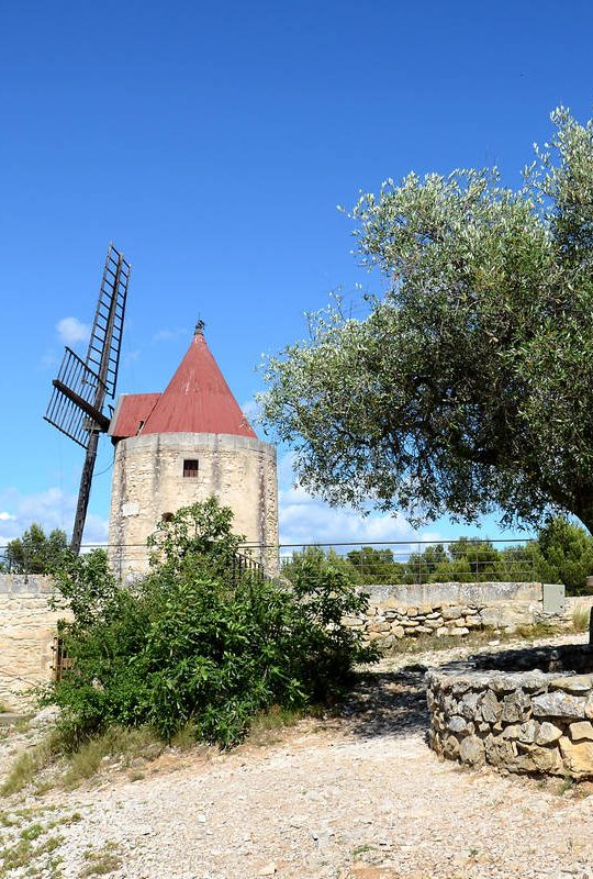 HOLIDAYS AND THE ART OF LIVING IN PROVENCE