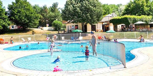 Verwarmd zwembad en jacuzzi
